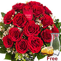 Ich Liebe Dich Red Roses With Chocolates: Order Flowers in Germany