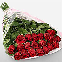 Romance With Roses: Anniversary Gift Delivery in Kuwait