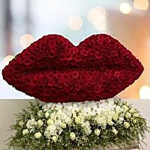 Flowery Kiss Of Love: Gifts For Kiss Day