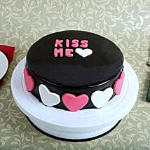 Kiss Me Valentine Cake: Kiss Day Gifts
