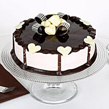 Stellar Chocolate Cake: Send Designer Cakes to Gurgaon