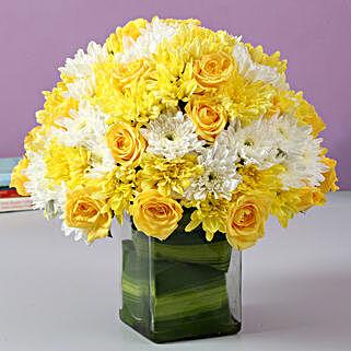 Roses & Daisies Glass Vase Arrangement: Exotic Rose Arrangements