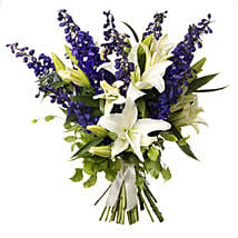 White N Blue Bouquet: Mother's Day Gifts to New Zealand