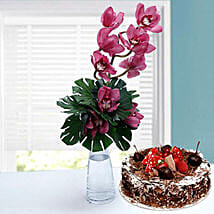 Classic Romance: Mother's Day Flowers N Cakes to UAE