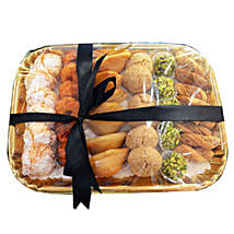 Deluxe Sweet N Savory Tray: Sweet Delivery in UAE