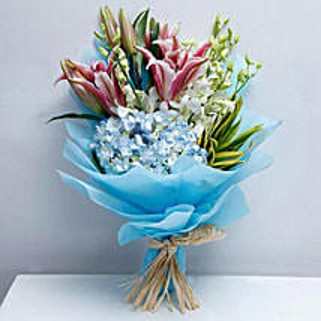 Exclusive Masterpiece: Send Anniversary Flowers to UAE