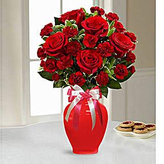 Sweethearts Bouquet: Flower Arrangements to UAE