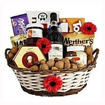 Classic Sweet Gift Basket: Christmas Gift Hampers to UK